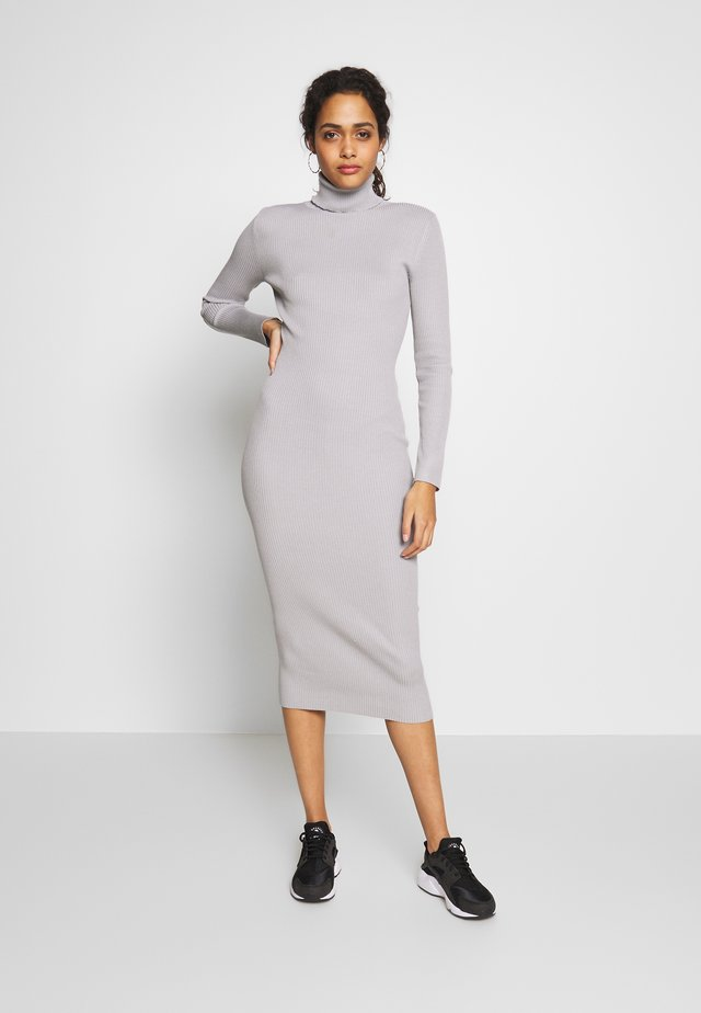 ROLL NECK MIDI DRESS - Sukienka dzianinowa - grey