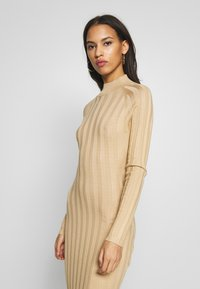 Missguided - EXTREME CROSS BACK MIDAXI DRESS - Gebreide jurk - camel - 3