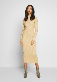 Missguided - EXTREME CROSS BACK MIDAXI DRESS - Gebreide jurk - camel - 2