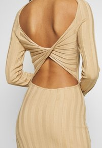 Missguided - EXTREME CROSS BACK MIDAXI DRESS - Gebreide jurk - camel - 5