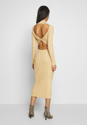 EXTREME CROSS BACK MIDAXI DRESS - Gebreide jurk - camel