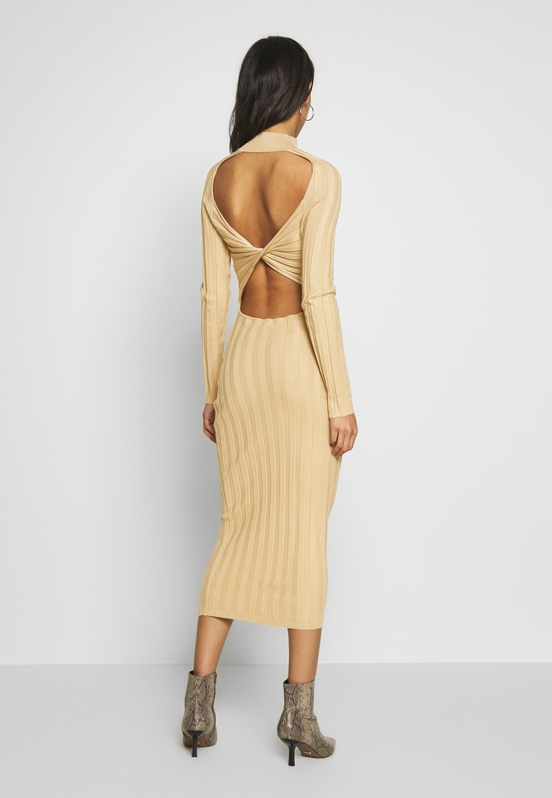 Missguided - EXTREME CROSS BACK MIDAXI DRESS - Gebreide jurk - camel