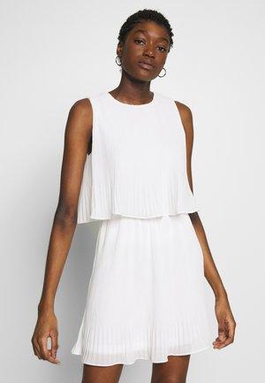 PLEATED SLEEVELESS SMOCK DRESS - Robe d'été - white