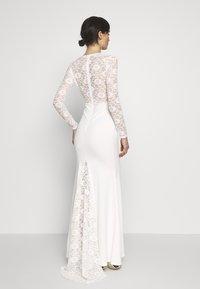 Missguided - BRIDAL PLUNGE LONG SLEEVED MAXI DRESS - Festklänning - ivory - 2