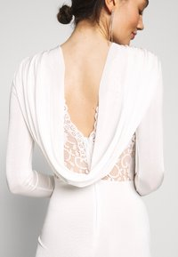 Missguided - BRIDAL SLINKY COWL BACK FISHTAIL MAXI DRESS - Robe de cocktail - ivory - 4