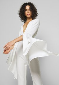 Missguided - PLUNGE FLARE SLEEVE  - Tuta jumpsuit - white - 3