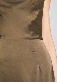 Missguided - COWL NECK DRESS - Společenské šaty - khaki - 5