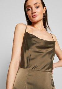 Missguided - COWL NECK DRESS - Společenské šaty - khaki - 3