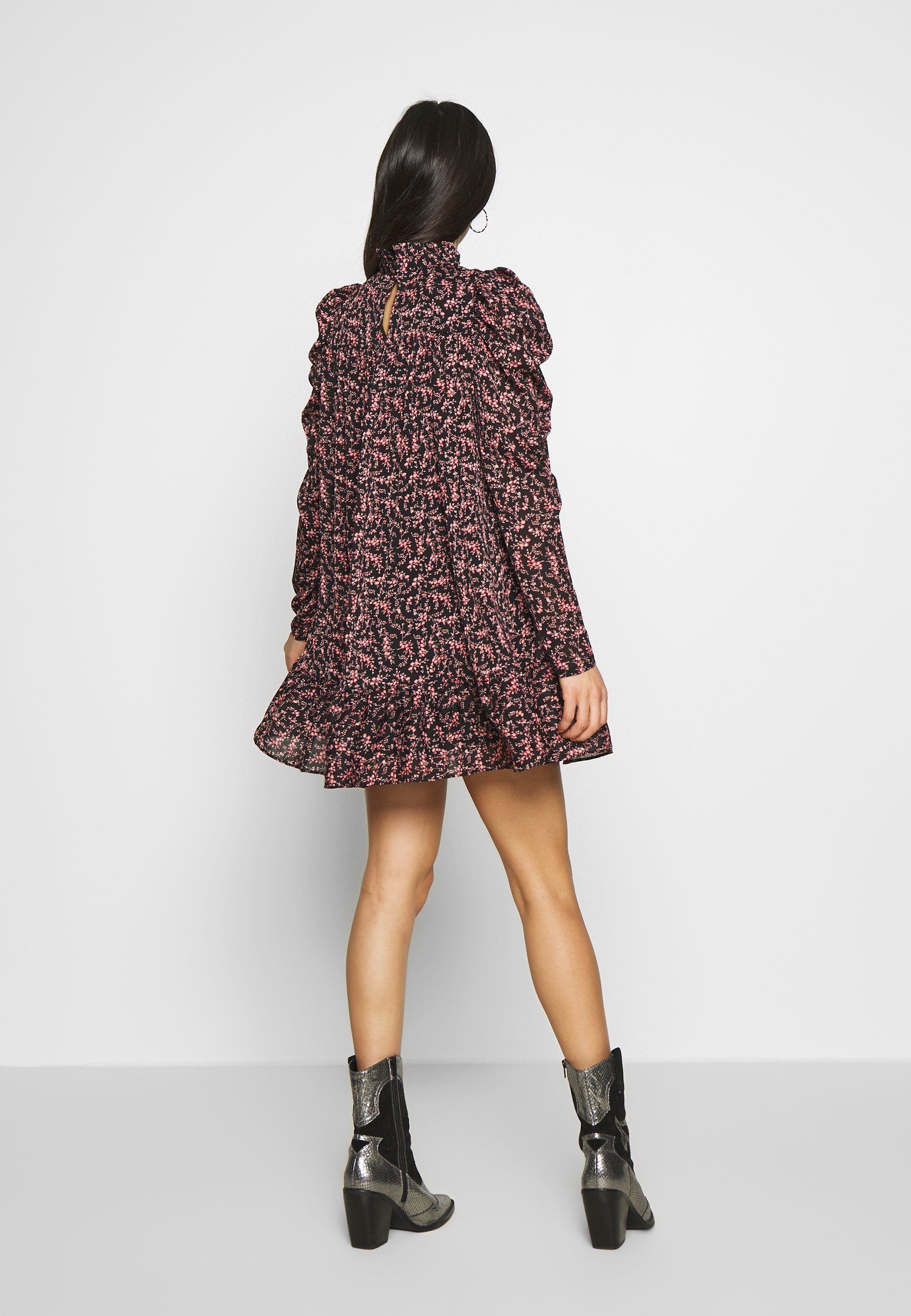 Missguided TIERED PUFF SLEEVE DRESS DITSY FLORAL - Sukienka letnia - black