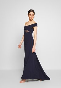 Missguided - BRIDESMAID LACE INSERT BARDOT GOWN - Vestido de fiesta - navy - 1