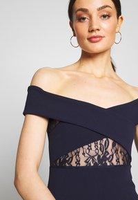 Missguided - BRIDESMAID LACE INSERT BARDOT GOWN - Vestido de fiesta - navy - 4