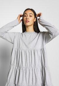 Missguided - TIERED SMOCK DRESS - Robe d'été - grey - 3