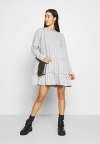 Missguided - TIERED SMOCK DRESS - Robe d'été - grey - 1