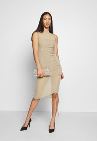 Missguided - RUCHED MIDI DRESS - Etuikjole - mocha - 1