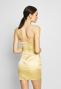 Missguided - RUCHED BUST MIDI DRESS - Cocktailklänning - pale yellow - 2