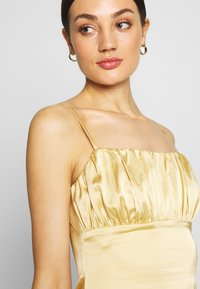 Missguided - RUCHED BUST MIDI DRESS - Cocktailklänning - pale yellow - 4
