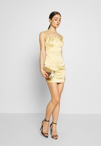 Missguided - RUCHED BUST MIDI DRESS - Cocktailklänning - pale yellow - 1