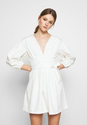 PLUNGE SELF BUTTON BELTED - Sukienka koktajlowa - white