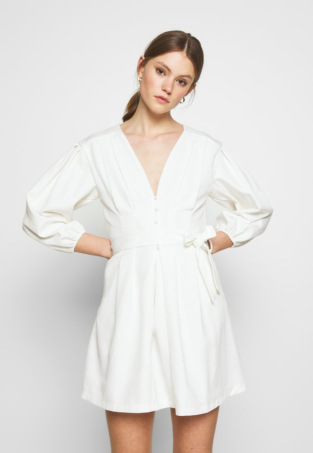 PLUNGE SELF BUTTON BELTED - Cocktail dress / Party dress - white
