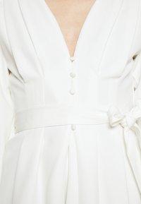 Missguided - PLUNGE SELF BUTTON BELTED - Vestito elegante - white - 5