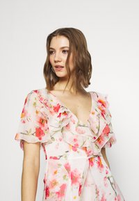 Missguided - FLORAL RUFFLE HIGH LOW MAXI DRESS - Iltapuku - pink - 3