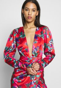 Missguided - FLORAL PRINT PLUNGE NECK PUFF WRAP MINI DRESS - Cocktailkjole - red - 3
