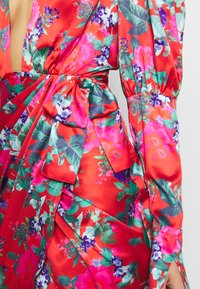 Missguided - FLORAL PRINT PLUNGE NECK PUFF WRAP MINI DRESS - Cocktailkjole - red - 5