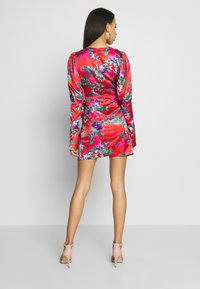 Missguided - FLORAL PRINT PLUNGE NECK PUFF WRAP MINI DRESS - Cocktailkjole - red - 2