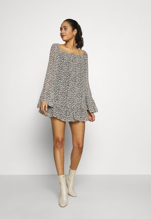 FLARED SLEEVE DRESS FLORAL - Robe d'été - black