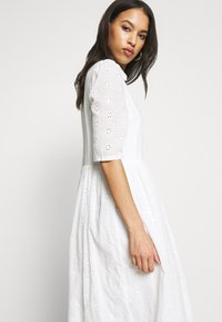 Missguided - SMOCK SHIRT MIDI DRESS - Skjortekjole - white - 3