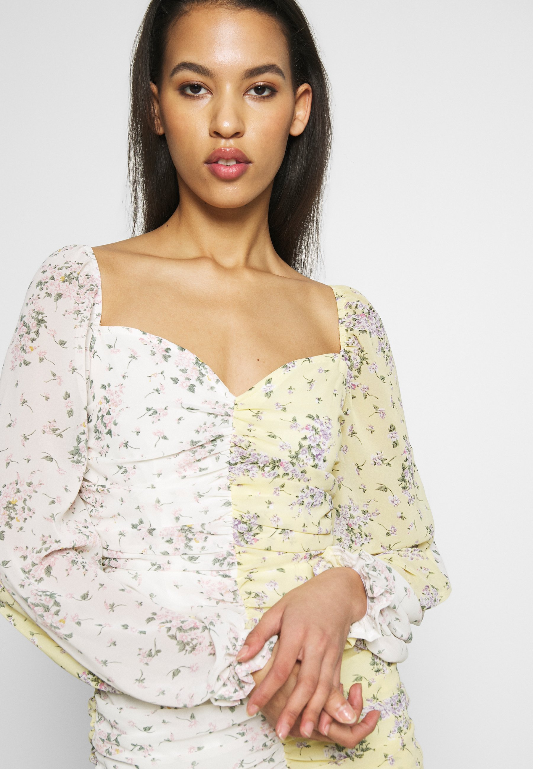 Missguided DITSY MIXED FLORAL RUCHED MINI DRESS - Vestito estivo - yellow