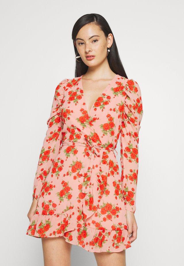 PUFF SLEEVE RUFFLE HEM TEA DRESS - Korte jurk - pink