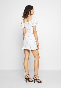 Missguided - BRODERIE EMBROIDERED MINI DRESS - Denní šaty - white - 2
