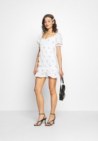 Missguided - BRODERIE EMBROIDERED MINI DRESS - Denní šaty - white - 1