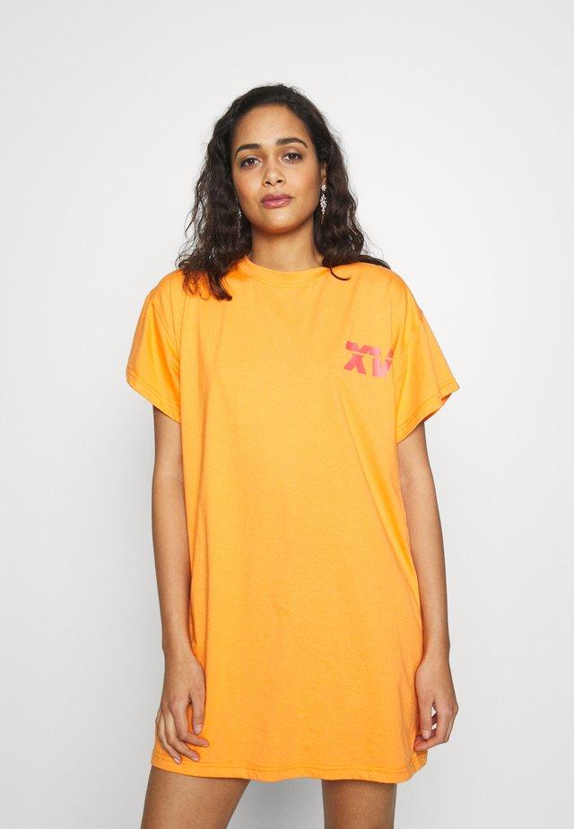 CODE CREATE PRINTED DRESS - Vestido ligero - orange