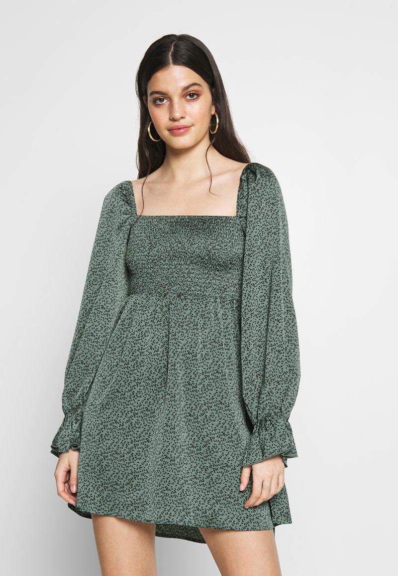 Missguided - MILKMAID SHIRRED MIDI DRESS - Robe d'été - deep green