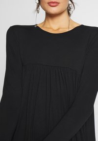 Missguided - TIERED SMOCK DRESS - Robe en jersey - black - 4