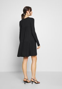 Missguided - TIERED SMOCK DRESS - Robe en jersey - black - 2