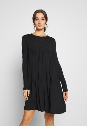 TIERED SMOCK DRESS - Žerzejové šaty - black