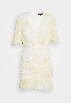 RUCHED RUFFLE MINI DRESS - Kjole - yellow