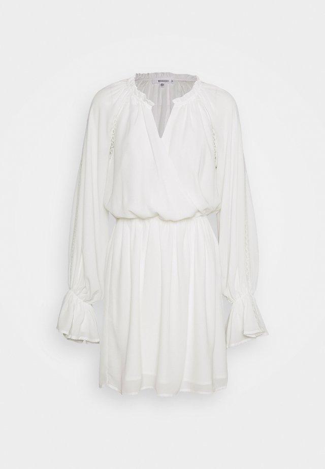 PLUNGE PANELLED MINI DRESS - Kjole - white