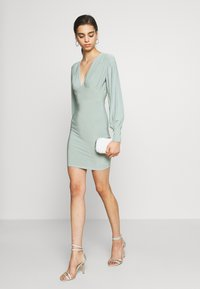 Missguided - SLINKY PLUNGE MINI BODYCON DRESS - Robe fourreau - mint - 2