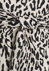 Missguided - LEOPARD PUFF SLEEVE BARDOT DRESS - Robe d'été - sand - 2