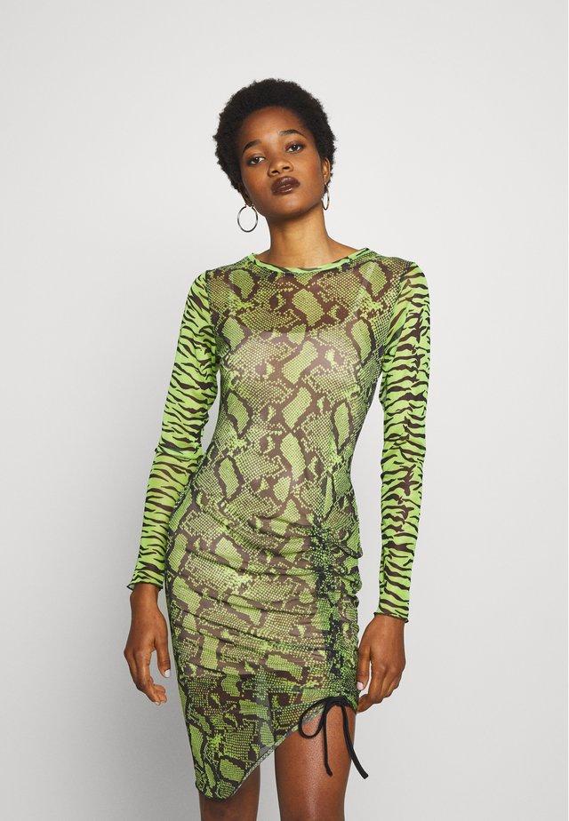 ANIMAL PRINT RUCHED MIDI DRESS - Sukienka etui - neon green