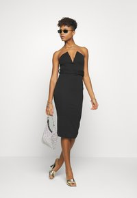 Missguided - V BAR BELTED MIDI DRESS - Etuikjole - black - 1
