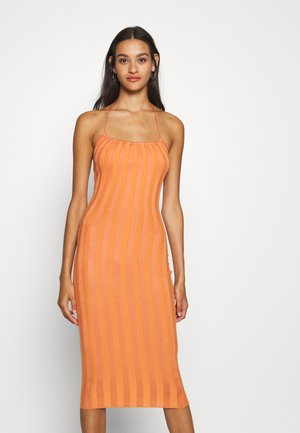 HALTER NECK MIDI DRESS - Gebreide jurk - rust