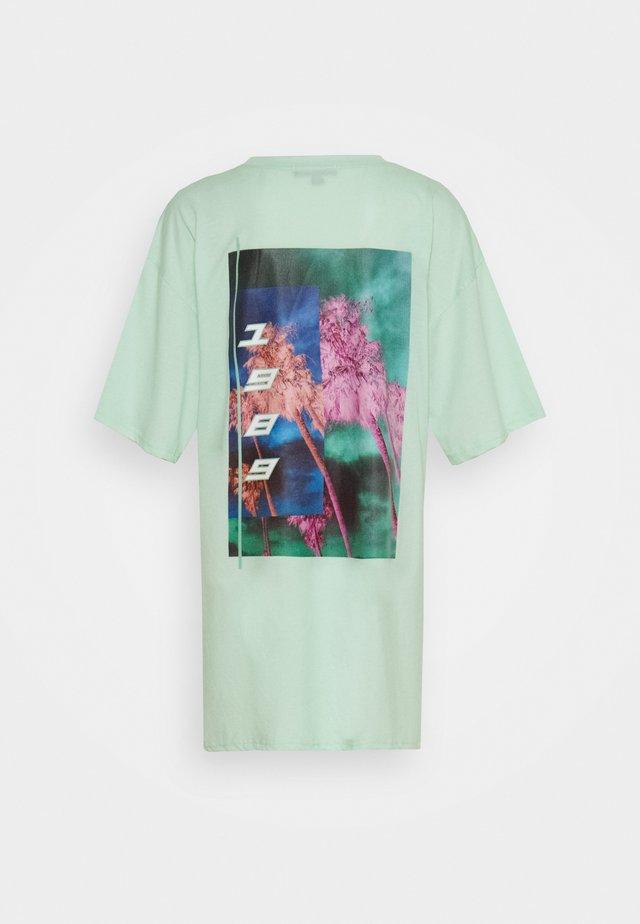 BACK GRAPHIC OVERSIZED DRESS - Jerseyjurk - mint