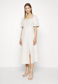 Missguided - GINGHAM PUFF SLEEVE SPLIT DRESS - Day dress - stone - 2