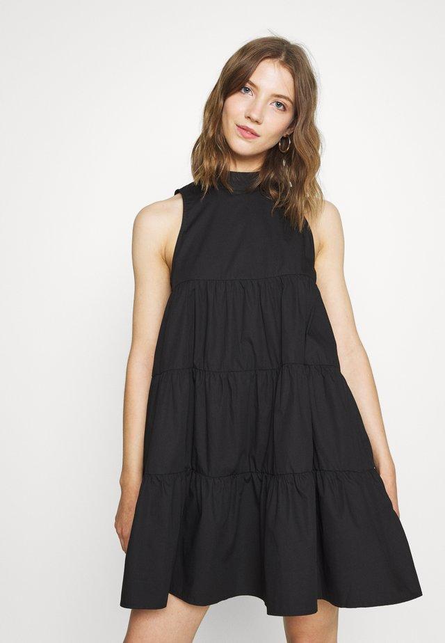 POPLIN SLEEVELESS TIERED SMOCK DRESS - Freizeitkleid - black