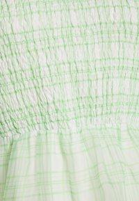 Missguided - PUFF SKATER DRESS  - Koktejlové šaty/ šaty na párty - green - 2